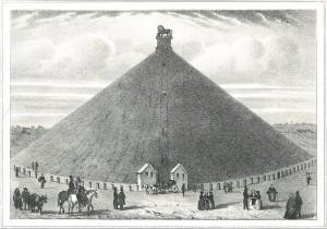 De leeuwenheuvel met er bovenop een stalen leeuw van 28 ton.