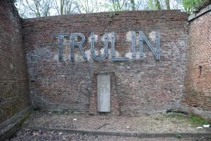 Executieplaats met gedenkplaat voor Trulin.