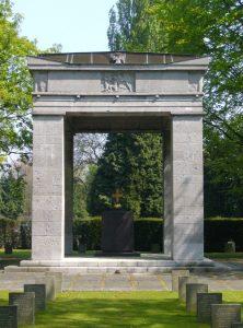 Het Duitse gedenkteken op de begraafplaats van Brussel zoals het er vandaag uitziet.