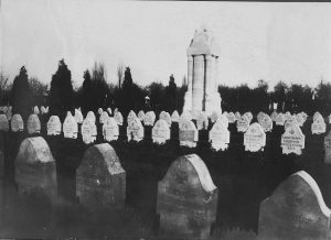 Het Duitse gedenkteken op de begraafplaats van Robermont nadat de Teutoonse ridder verwijderd was.
